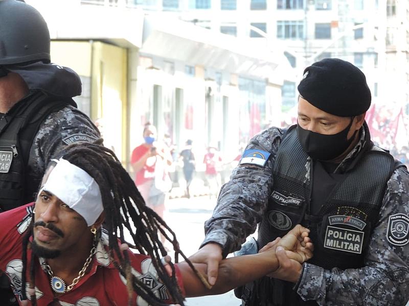 Movimentos, sindicatos e até ministro do STF repudiam ação truculenta da PM em Recife (Fonte: Brasil de Fato; Foto: AgênciaJCMazella)