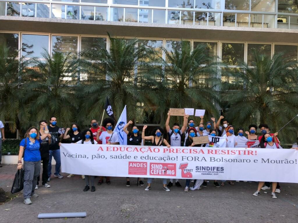 Estudantes do CEFET-MG, no Ato pelo Fora Bolsonaro, em 29 de maio em BH!